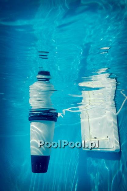 Fluidra Blue Connect w basenie kolor biały