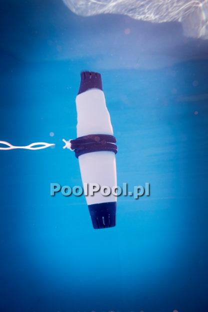 Fluidra Blue Connect w basenie kolor biały zdjęcie podwodne